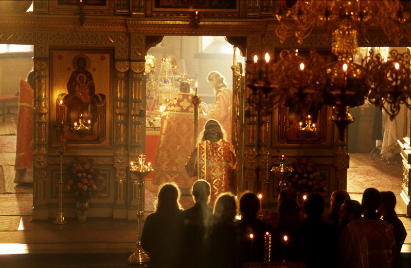 Την ώρα πού ή Θεία Λειτουργία τελείται στην γη, στο Ναό, τελείται και μια  άλλη λειτουργία στον Ουρανό. - Χριστιανική Φοιτητική Δράση